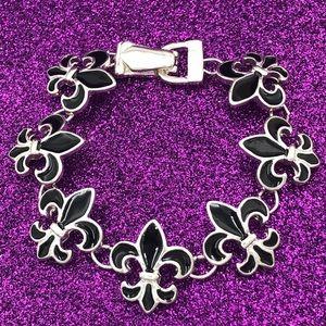 🌼3/$30🌼 Black Enamel Fleur De Lis Clasp Bracelet